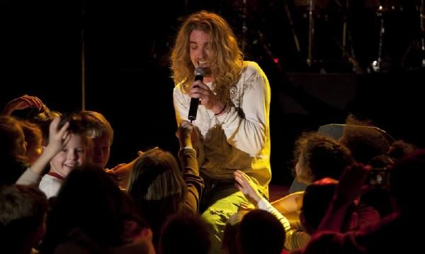 Bucky Covington performing for U.S. Troops and their families in the Netherlands