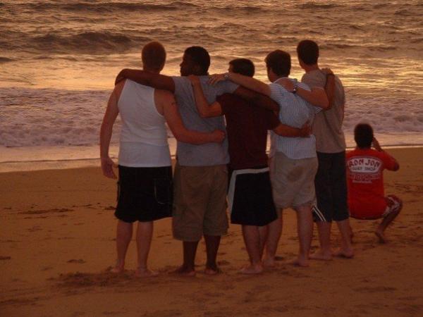 Kris Allen and friends enjoy sunset in Thailand
