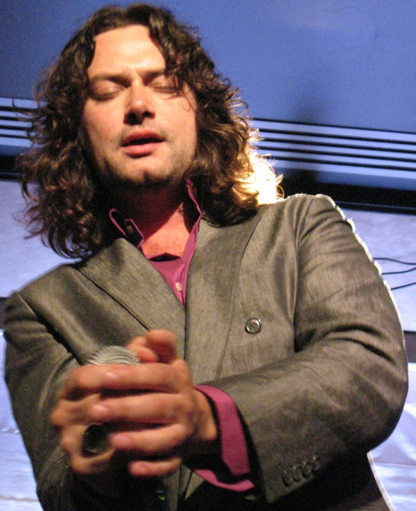 Constantine Maroulis gives me the piss shiveres