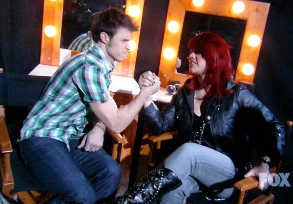 Kris Allen and Alison Iraheta: Pretending to arm wrestle for the cameras and America's vote