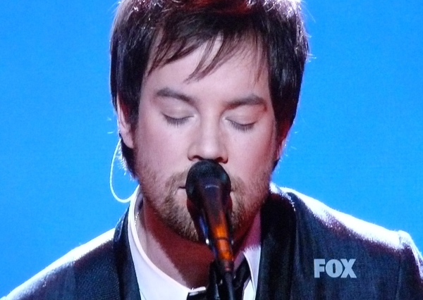 David Cook is back on the Idol stage