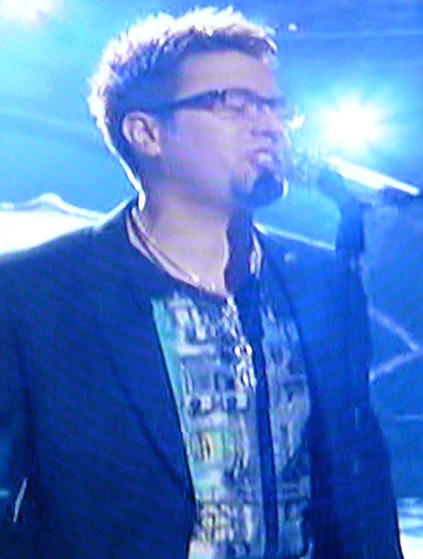 Danny Gokey's shirt is god awful