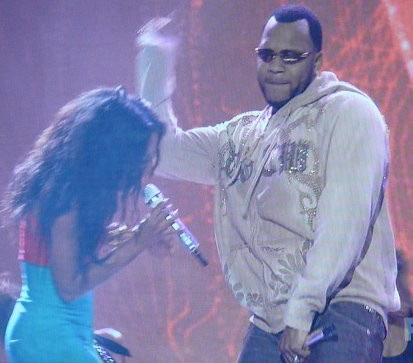 Flo Rida on American Idol: Kind of grabs crotch