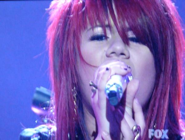 "Allison Iraheta sings ""Cry Baby"""