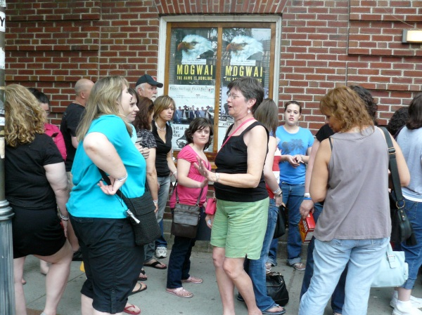 The line outside the Pearl Street Nightclub for David Cook
