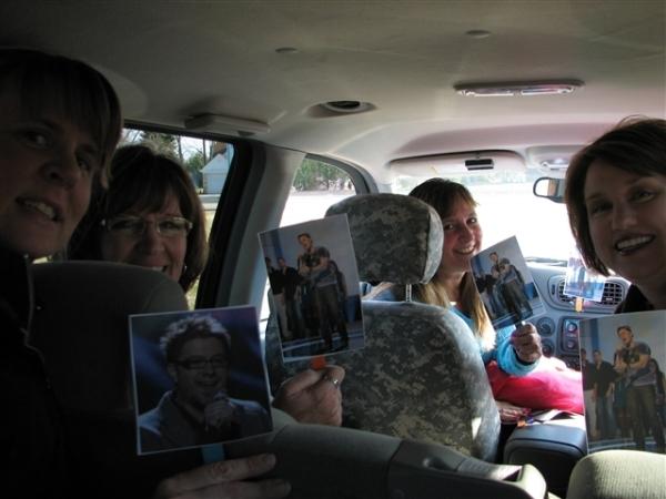 Women in a Danny Gokey Tard Car