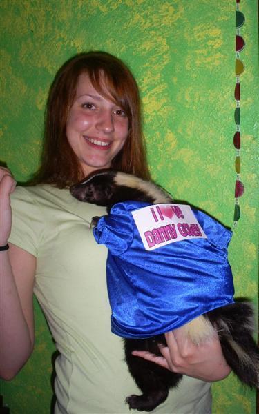 Danny Gokey fan torturing ferret-like animal