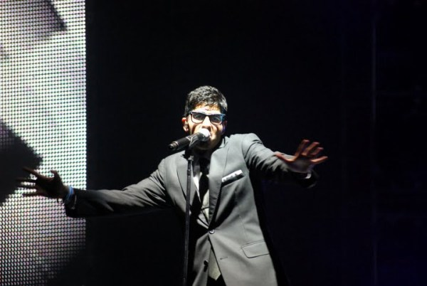 American Idol Tour Memphis: Anoop Desai in hipster glasses