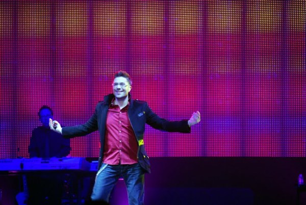 American Idol Tour Memphis: Danny Gokey preaches on stage