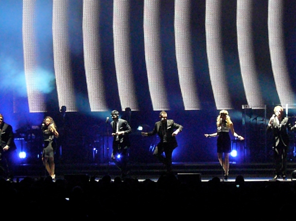 Michael, Megan, Scott, Anoop, Lil and Matt -- TD Banknorth Garden -- Boston -- American Idol Tour -- August 28, 2009