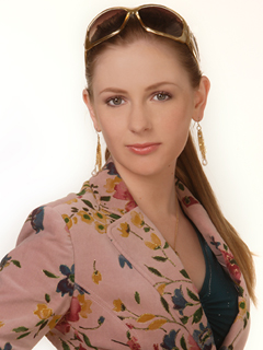 ANTM Laura looks JUST LIKE Holly J. Sinclair